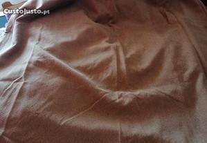 Três cortinas de tecido tipo linho