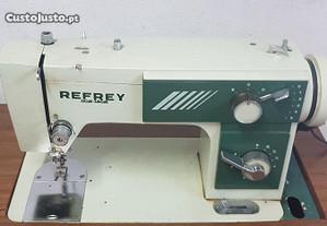 Máq. de costura semi-industrial marca Refrey