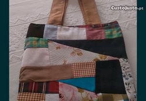 Várias peças feitas patchwork