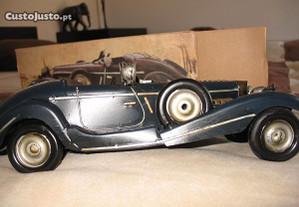 Carro antigo em chapa