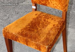 Cadeira em Acácia e Veludo