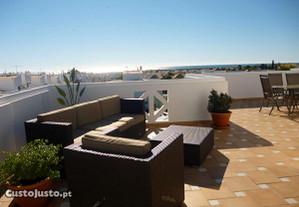 Apartemento com grande terraço e vista para o mar