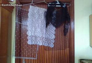 Quatro véus em renda e tule antigos dos anos 70