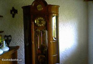 Relógio de pé alto (como novo)