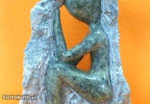 Escultura pensador pedra sabão 34x23cm