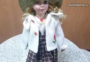 Boneca Vintage em Porcelana - Nova na caixa.