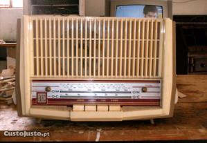 Radio a valvulas antigo