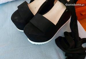 Sandalias com fita