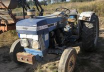 Tractor Ford 3910