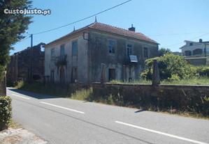 Moradia e terreno em Covas