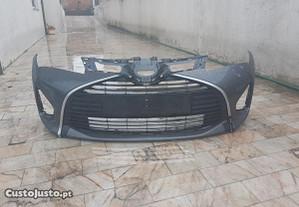 Toyota yaris parachoque