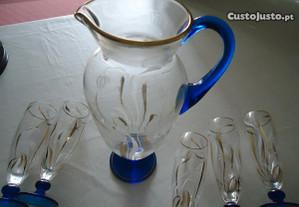 Conjunto de jarro e copos antigo