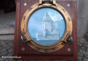 Vigia em bronze recuperada de antigo navio,