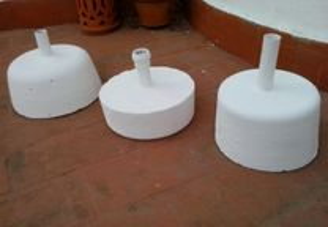 suportes em cimento/chapéus de sol