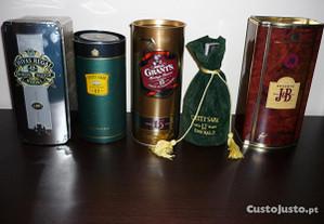 Coleção de Garrafas de Whisky Velho