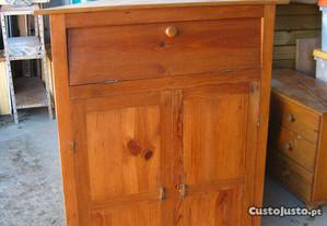 Antiga cantoneira armário garrafeira em casquinha