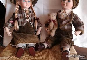 Casal de bonecos do Tirol em porcelana