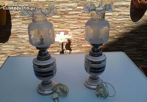 Dois candeeiros em porcelana pintados á mão