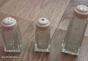 Conjunto de saleiro, pimenteiro e açucareiro