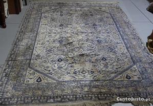 Carpete Antiga Tons Cinza e Azul