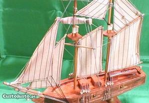 Caravela de madeira 33x34cm
