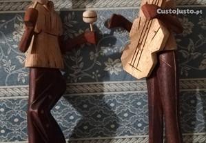 Bonecos em madeira