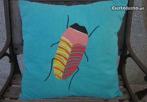 almofada decorativa com fecho