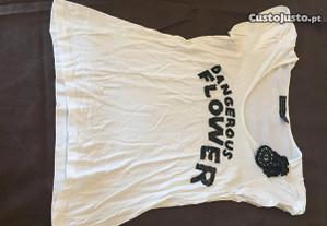 tshirt branca com aplique de flor zara tamanho l