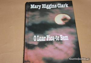 O Luar Fica-te Bem de Mary Higgins Clark