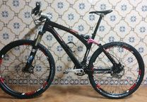 Bicicleta BTT Carbono Focus First Expert