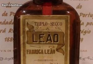 Garrafa antiga de licor fábrica leão