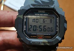 Relógio de pulso eletrônico SKMEI camuflado