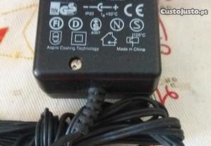 Carregador eléctrico 220/7.0v300mA novo