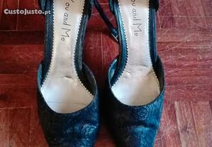 Sapatos castanhos escuros e pretos, tam: 38