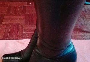 Botas de cano alto, côr preta, tam: 38