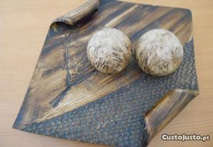 Prato de decorativo com 2 bolas decorativas