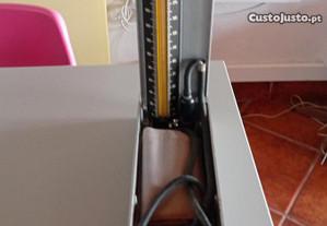 Medidor de tensão e estetoscópio