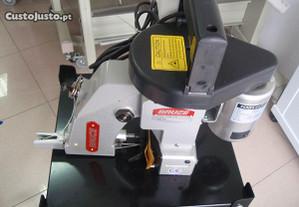 Serviço de reparação de máquinas de coser sacos