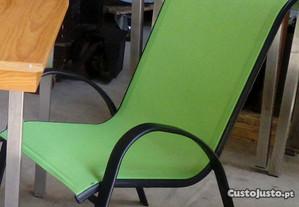 cadeiras mesas e mochos