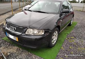 Audi A3 1.6 105 CV - 02