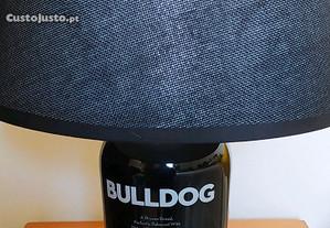 Candeeiro Bulldog