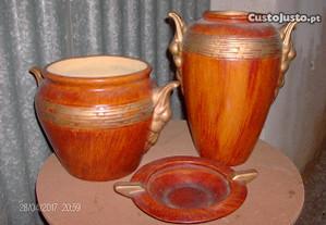 conjunto de potes e cinzeiro castanho e dourado
