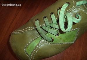 Sapatos Rovers de estilo artesanal