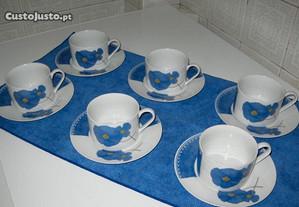 Chávenas de Chá em Porcelana