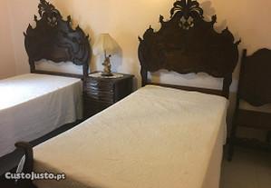 Duas camas D. João V +camiseiro/mesinha cabeceira