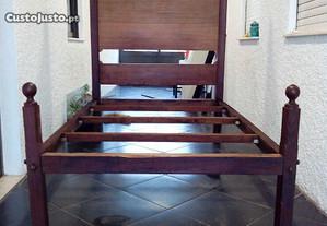 Cama que pertenceu à casa de Bragança.