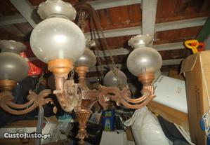 candeeiro antigo de madeira