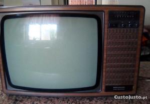 Televisão, muito antiga para decoração