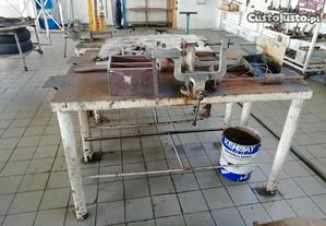 Banca metalica com Torno mecanico