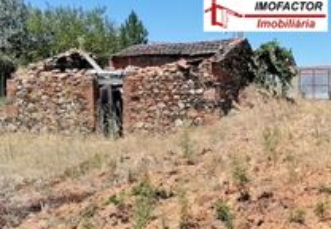 Terreno Rústico com Construção Rural - Sarzedas